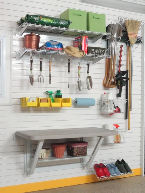 Gardening tools storage kit with bench on tekpanel for Gardening tools storage