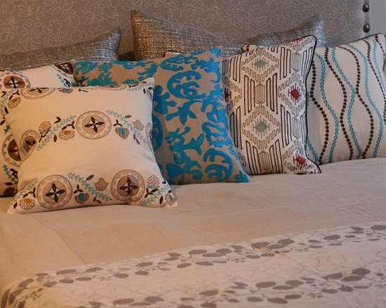 Pillows - Blend of style and pattern in the pillows makes the bed look interesting.