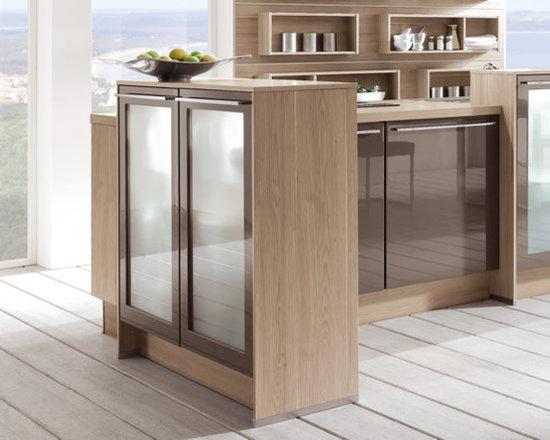 Modern spacious living kitchen - Modern High gloss and oak Kitchen cabinets .