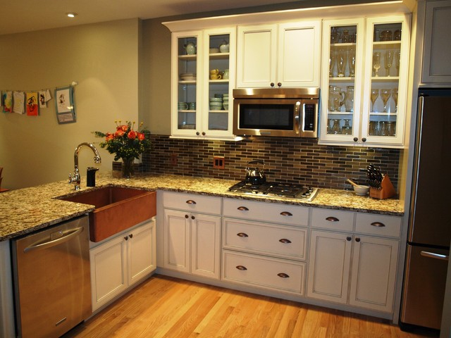 Holiday Kitchen Cabinets installed by Emery Home Builders traditional-kitchen
