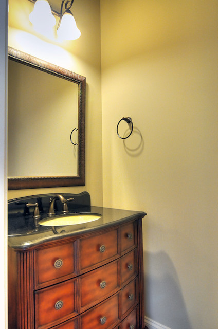 2216 Whiskery Drive bathroom