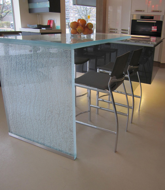 Contemporary Kitchen Counters: By CBD Glass Studios