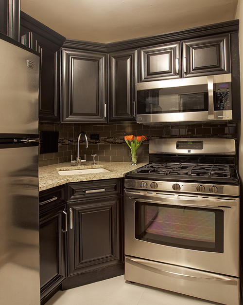 Santa Cecilia Granite with Onxy Stained High Glossed Cabinets and