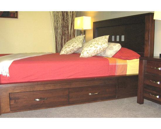 Creative Home Furnishings - Boxwood Furniture - Boxwood Storage Bed