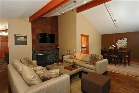 Mercer Island - Northwest traditional-living-room