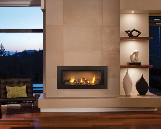 L1 Linear Series Fireplace - 1500I L1 Series with 1505DWK Long Beach Fire, 1520FSL Fluted Sand Liner & 1550LSZ 3.5