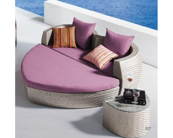 Valentine Patio Chaise Lounge Set - This stunning Lola Patio Chaise Lounge has an extra wide frame and the set includes the umbrella and coffee table!