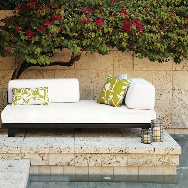 Tillary outdoor sofa contemporary outdoor sofas by for Sofa exterior jardin