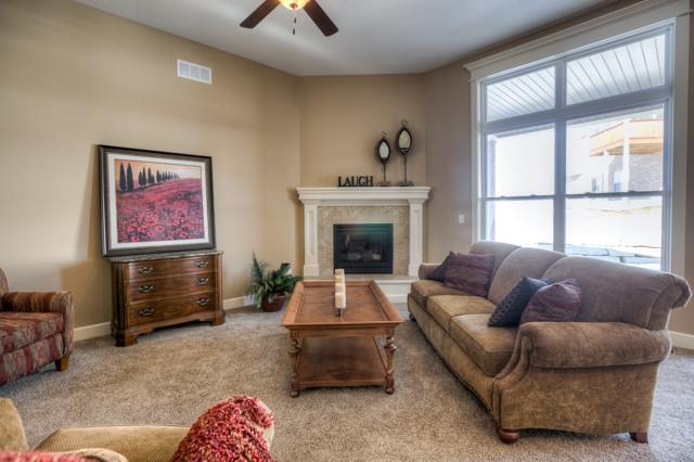 Oregon traditional-family-room