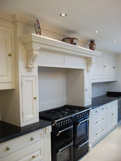 Traditional Kitchen Mantel