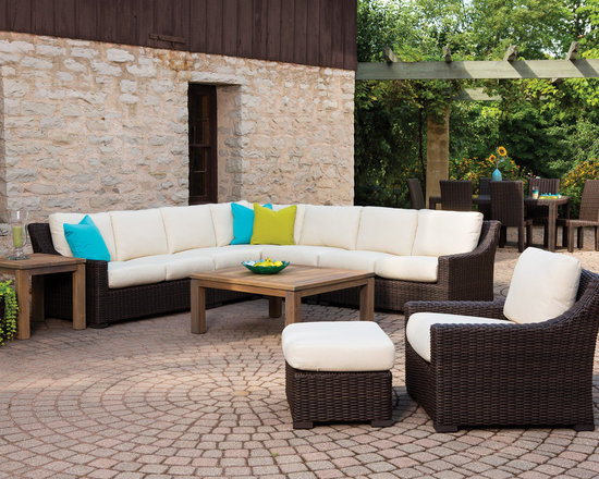 Lloyd Flanders Mesa Collection Sectional - Lloyd Flanders Mesa Collection Sectional combines bold form and well-placed transitions for ultimate versatility in outdoor seating.