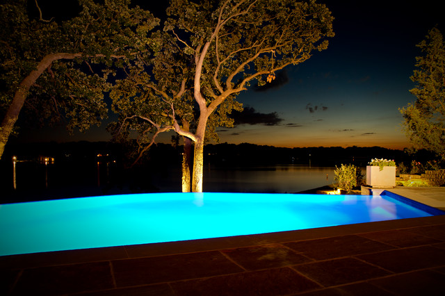 Lake House Infinity Edge Pool And Integrated Spa Modern Pool