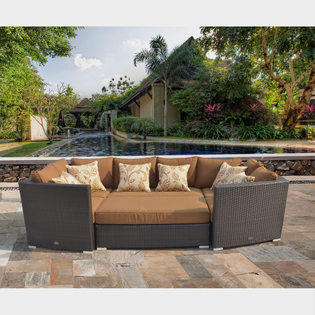 Batavia 6 piece Outdoor Furniture Set with 6 Pillows by Sirio Contemporary