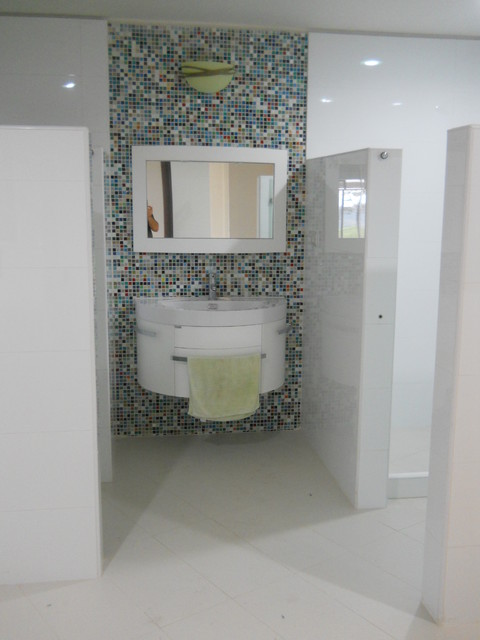 Traditional with Clean lines contemporary-bathroom