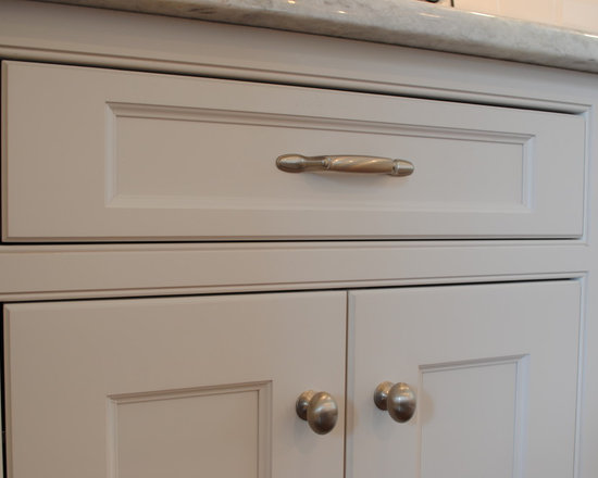 Classic White Inset Kitchen - Split turnings