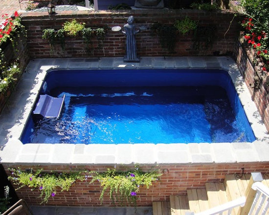 Original Endless Pools® - Step on up to this secluded Endless Pool enclave! Wall planters, with their vibrant overhanging foliage, soften the hard edge of the raw brick privacy wall.