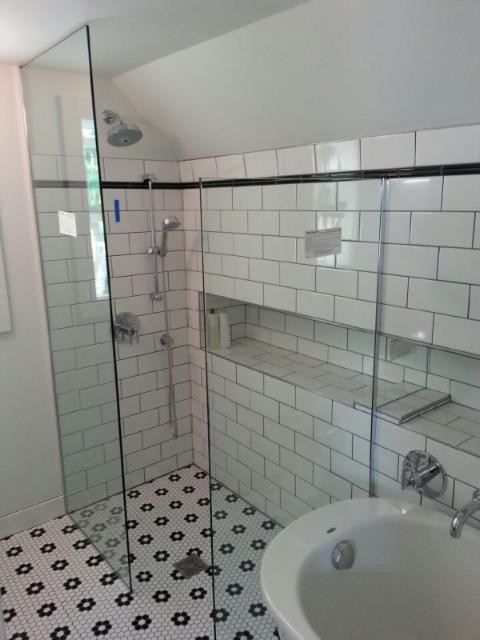 No Step Walk In Shower With 3 8 Quot Glass Shower Panels With