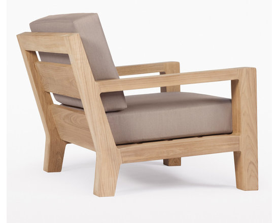 Banyan Lounge Chair - Influenced by the power and romance of the Banyan tree's epiphyte nature to spread its roots and bear fruit, Link Outdoor introduces the first designs in its Banyan Collection, design by Holly Hunt. Seen as a departure from the strong contemporary and youthful lines of recent introductions, Banyan is a deep-seated luxury collection of plush classical outdoor furniture made for lounging and pure comfort - a collection that will transform outdoor spaces into contentment zones for living well. © Link Outdoor