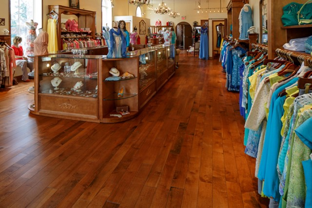 Immaculate Women's Clothing Shop hardwood-flooring