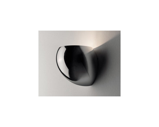 Golf P1 Chrome Wall Lamp \ Sconce By Leucos Lighting - The Golf P1 wall lamp in chrome by Leucos is a wall sconce of hand-blown Murano glass, providing upward and diffused illumination.