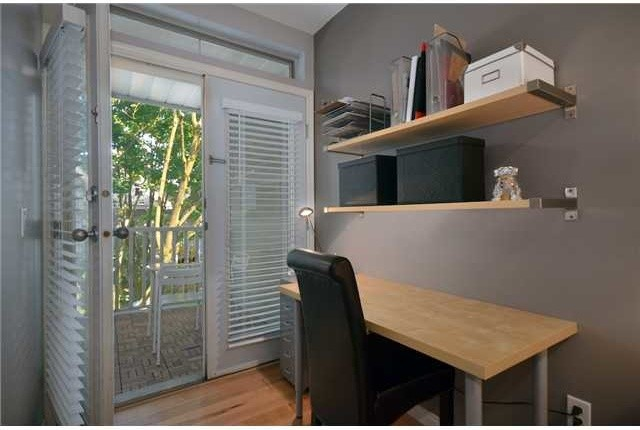 Sold: Condo in Kitsilano traditional-home-office