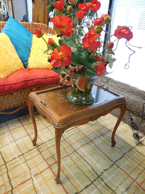 Showroom Decor traditional-side-tables-and-end-tables