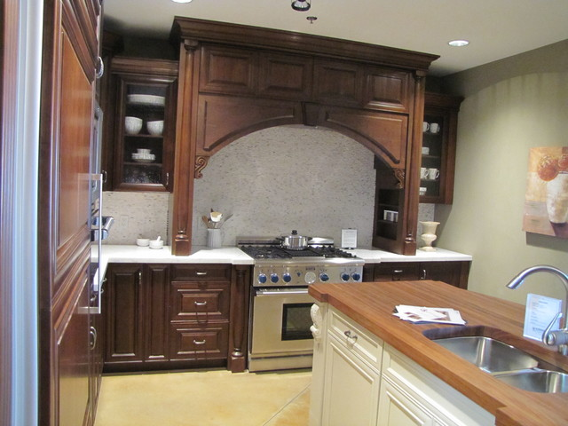 Showroom Photos traditional-kitchen-cabinets