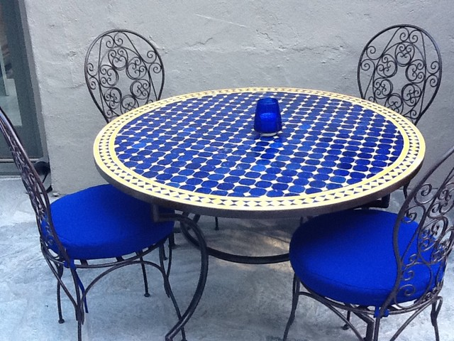 Moroccan outdoor mediterranean dining tables los for Table mosaic xl 6 chaises encastrables