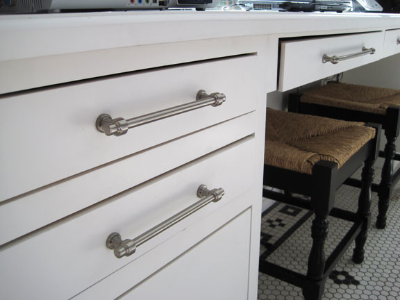 Bronte traditional-cabinet-and-drawer-handle-pulls