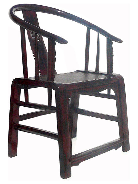 Pair Black Red Lacquer Rattan Chinese Armchairs - This is a pair of armchairs that has Chinese horse-shoe arm shape and simple straight leg design, and the seat is a layer of rattan. They are good for the modern home as decoration pieces or a guest meeting chairs.