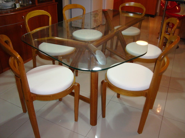 RESIDENCE 1 modern-dining-tables