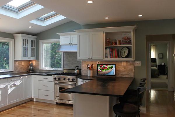 White Kitchen Cabinets | Shaker Kitchen Cabinets | CliqStudios - Contemporary - Kitchen ...