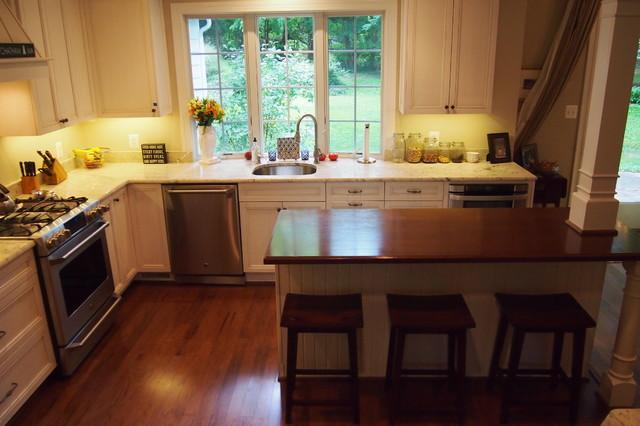 Kensington Casual-elegant Kitchen traditional