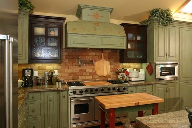Farmhouse green kitchen cabinets for Kitchen cabinets green