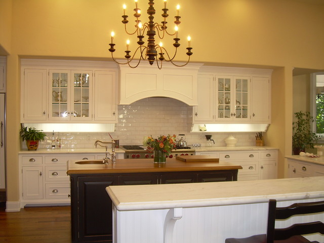 Camino Diablo traditional-kitchen
