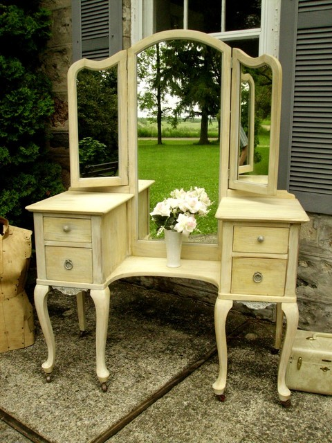 Vintage Queen Anne Vanity With Shabby Chic Timeworn