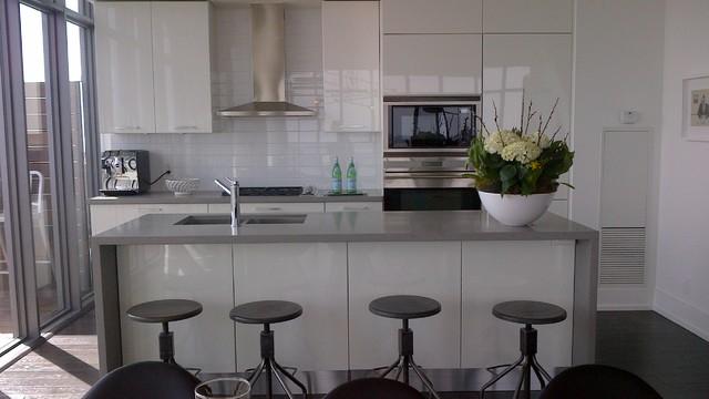 Staging modern-kitchen