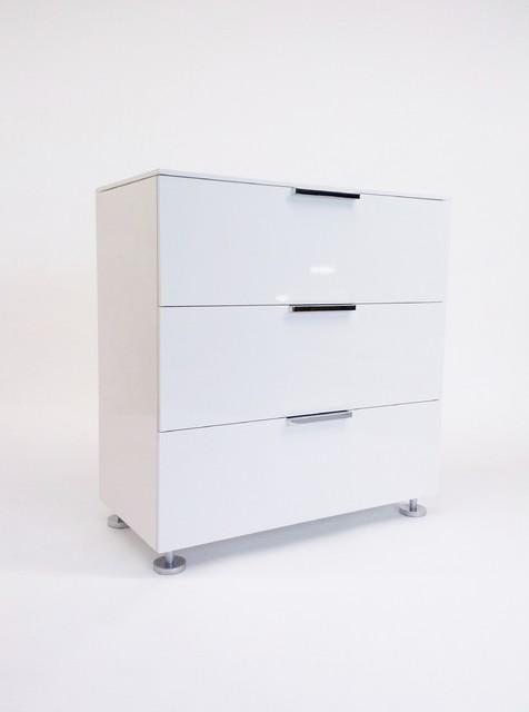 ligne roset three drawer white lacquered dresser. Black Bedroom Furniture Sets. Home Design Ideas