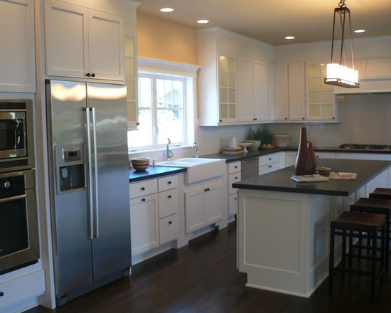 Cape cod kitchen design ideas pictures remodel and decor Cape cod style kitchen design