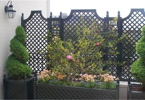 Outdoor wood privacy trellis home fencing and gates for Backyard privacy screens trellis