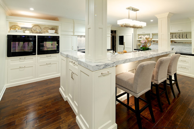 Elegant traditional white kitchen for Elegant traditional kitchens