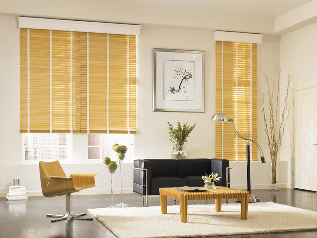 Wood blinds modern living room white brown leather for Modern living room window treatments