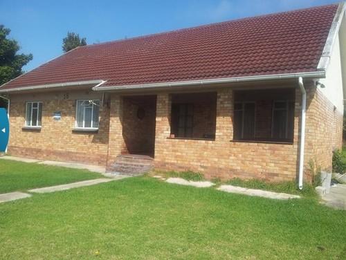 Exterior ideas for a rectangular facebrick house south for Face brick home designs