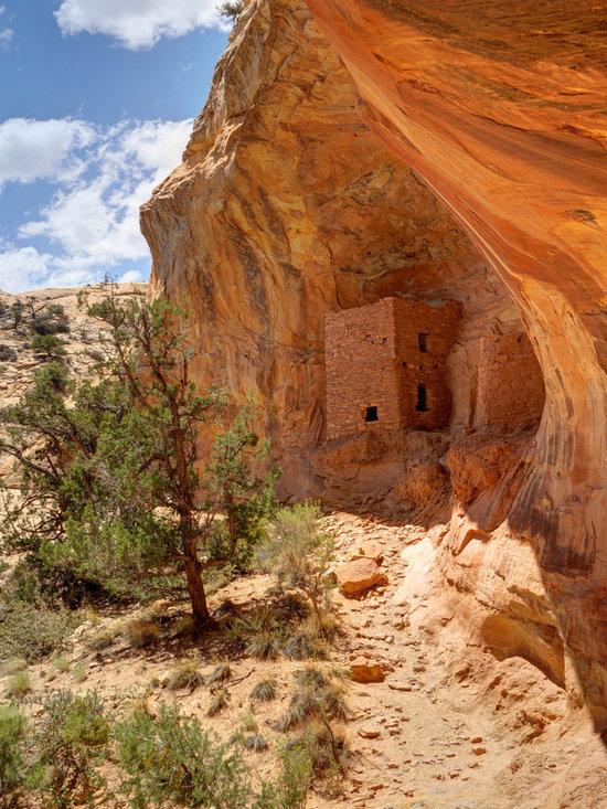 Ancient Native America - Tower Anasazi Cliff Dwelling on Comb Ridge in southern Utah - Gary