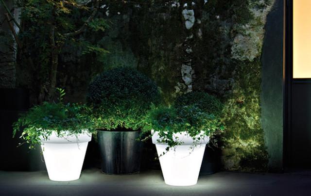 Vas Outdoor Illuminated Planters With Light Modern
