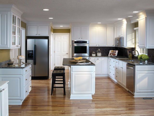 Aristokraft White Kitchen Cabinets