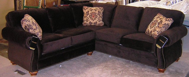 Broyhill Laramie Sectional traditional-love-seats