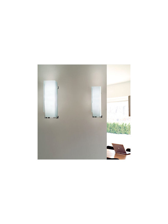 Manhattan Wall Lamp \ Sconce By Leucos Lighting - Manhattan P from Leucos. Manhattan P collection features a series of wall and table lamps.