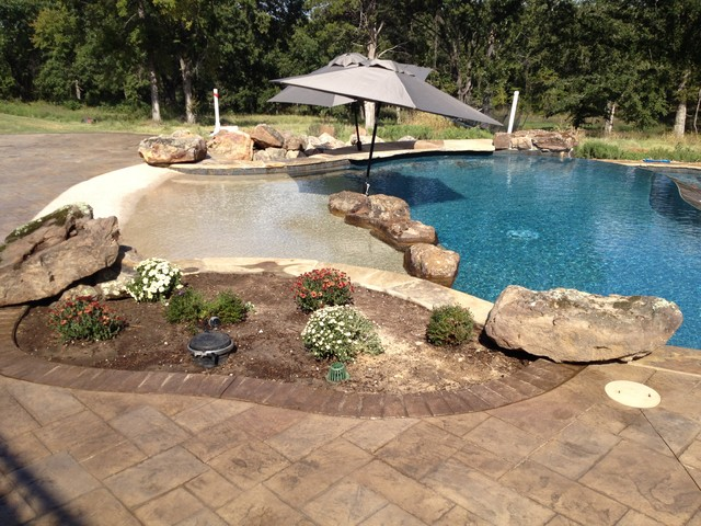 Beach entry planter accent boulders two tone pool for Pool design with beach entry