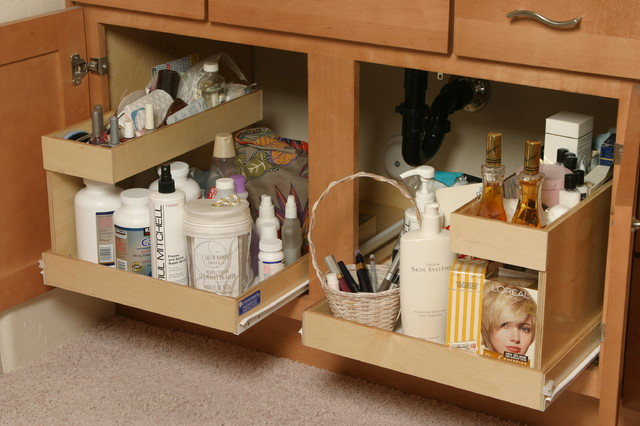 Pullout shelf traditional